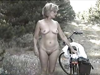 MARION from hirsute Germany with unshaven Armpits 04 - Eine geile, ungepflegte Drecksau?