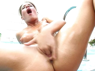 Hottie Lora Craft is making herself reach the perfect orgasm she wants