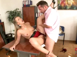 Sexy blonde loves getting her snatch crammed with 10-Pounder