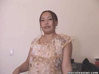 Chubby Asian dilettante housewife gives a hot blowjob