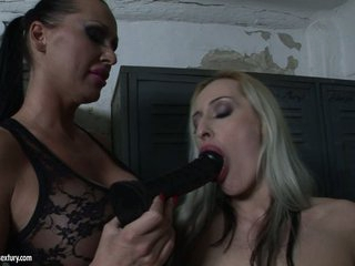 Mandy Bright let a hot chick suck a black sex toy