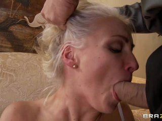 Sexy bride Lexi Gulp slurps on this tasty cock