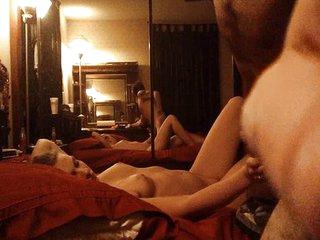 Amateur pair has loud sex in bed