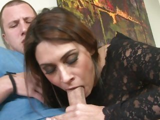 Dazzling babe Raylene mouth fucks a hard dick