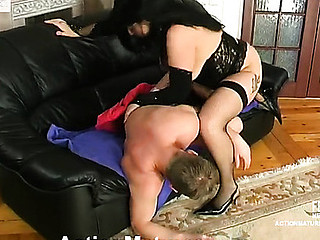 Randy dark brown mommy in black nylons revealing what a real sex feels like