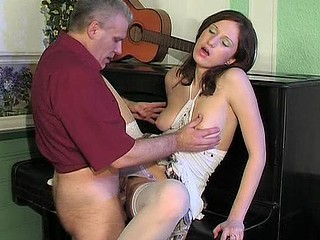 Pretty coed widening legs for her old music teacher swallowing his dick