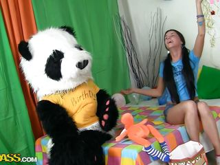 A sweet girl's party can't be complete without her panda bear. Sweet Jess doesn't needs presents or her friends, she only wants her big fluffy panda and his attention. They have great fun, playing with balloons and eating cake. But that is not enough, Jess is a big girl now and she want Panda to make her feel that.