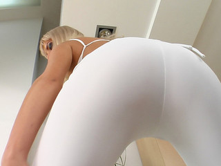 Bianca is a cute blond with a very sexy body. The camera gets really close as that babe fingers and plays with her a-hole. This Babe simply likes an anal orgasm.
